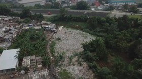 Lautan Sampah di Jakasampurna Bekasi Mulai Dibersihkan