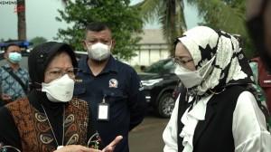 Mensos Pantau Langsung Penyaluran Bansos di Purwakarta