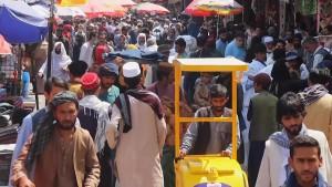 Krisis Ekonomi Hantam Afghanistan, Warga Ramai-ramai Tarik Uang dari Bank