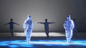 Tiongkok Fashion Week Hadirkan Pakaian Medis dengan Berbagai Gaya Busana