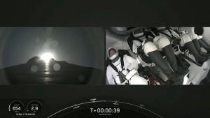 Roket SpaceX Meluncur ke Luar Angkasa dengan Membawa 4 Turis