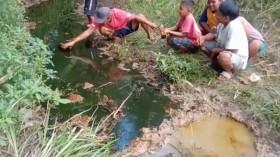 Pipa Minyak Mentah Pertamina Bocor, Aliran Sungai di Bojonegoro Tercemar