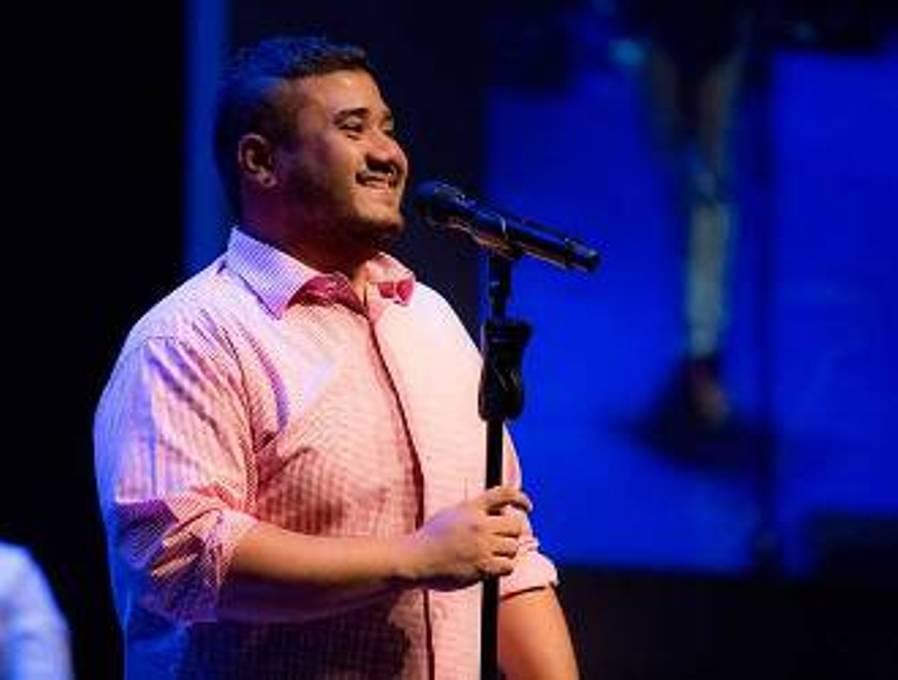 Penyanyi Mike Mohede Tutup Usia