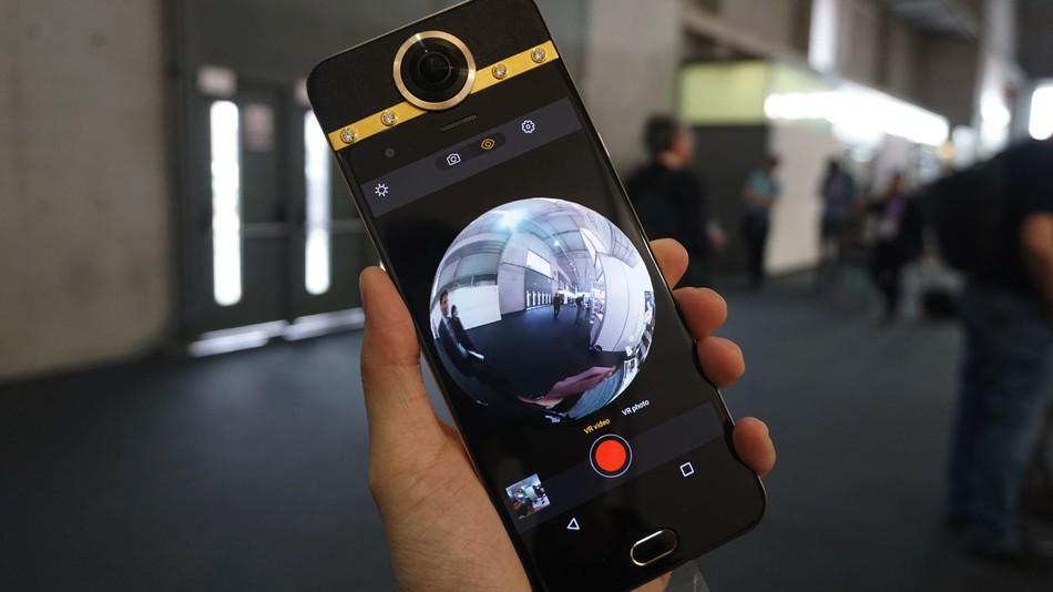 Darling Smartphone Pertama Dengan Kamera 360