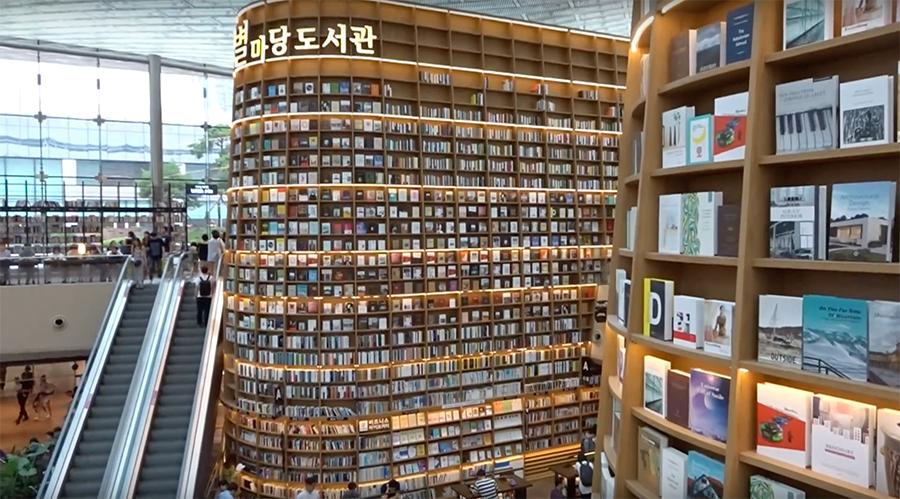 Dalam Mal Mewah Ada Perpustakaan Megah