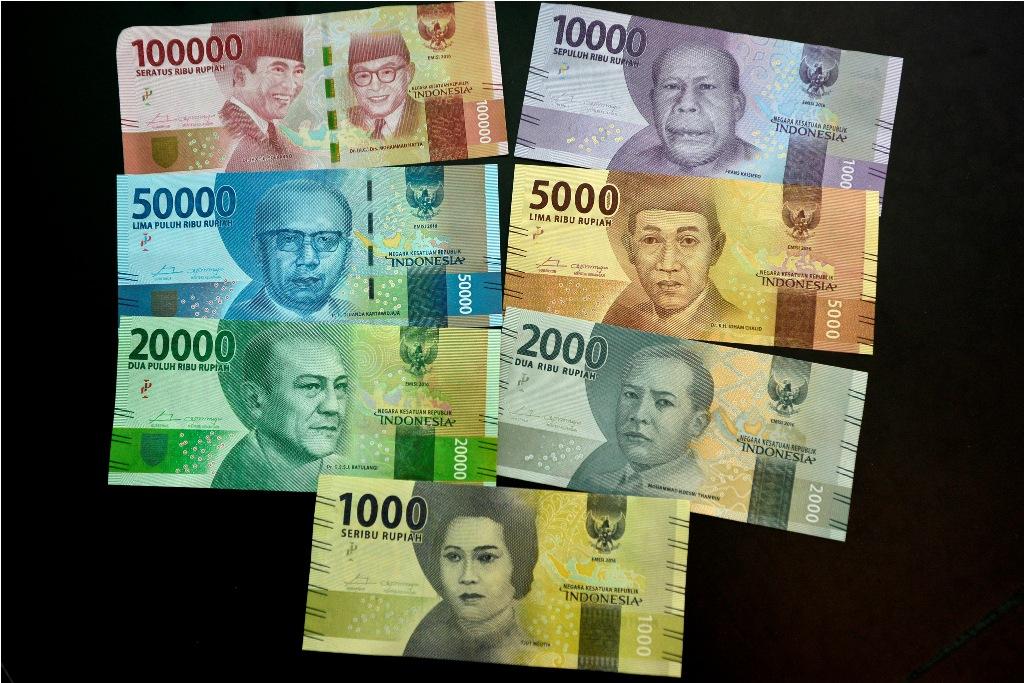 Akhir Pekan, Rupiah Pagi Melemah Tipis ke Rp13.557/USD