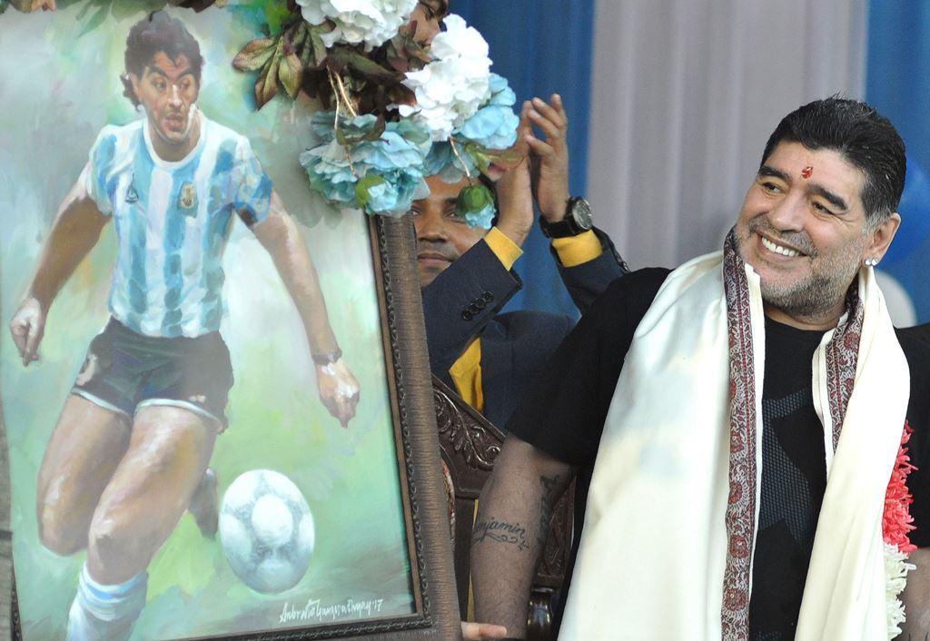 Patung Maradona Disebut Mirip Mantan Pebasket NBA Larry Bird