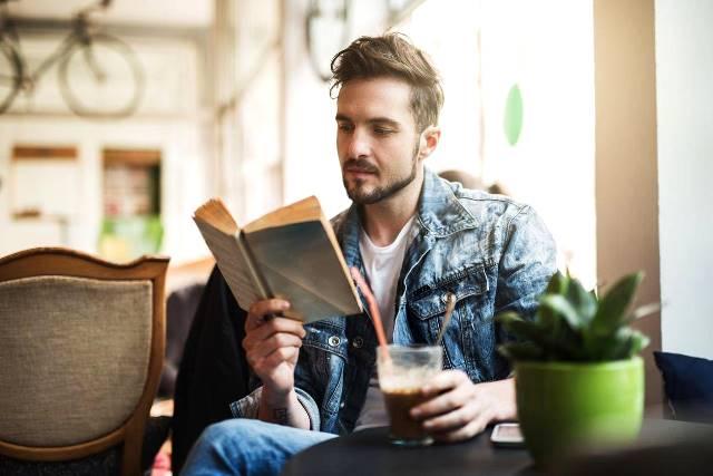 Studi: Pria Lajang Lebih Merasa Tertekan Dibanding Wanita Lajang