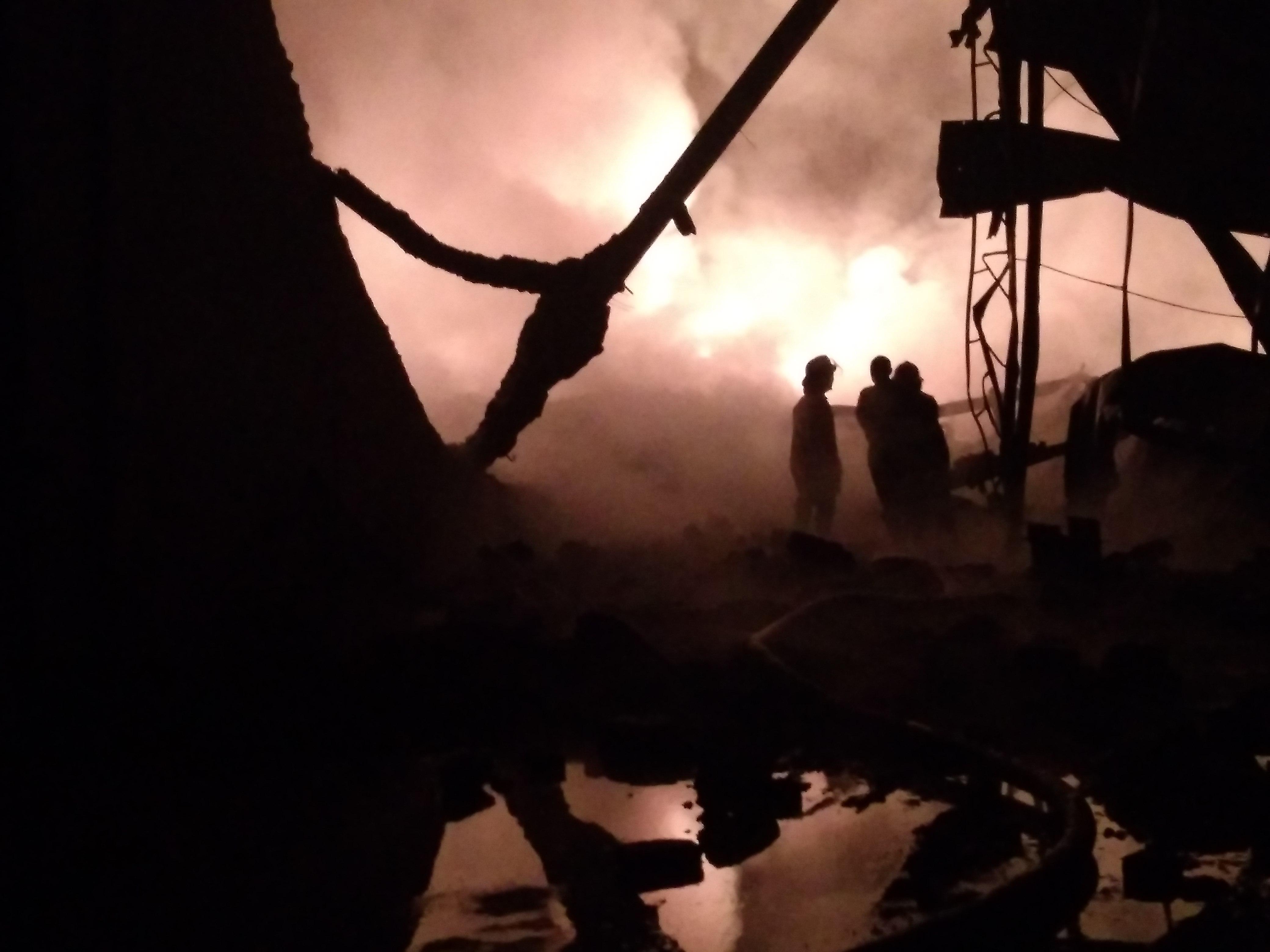 Polisi Selidiki Penyebab Terbakarnya Gudang Plastik di Sidoarjo