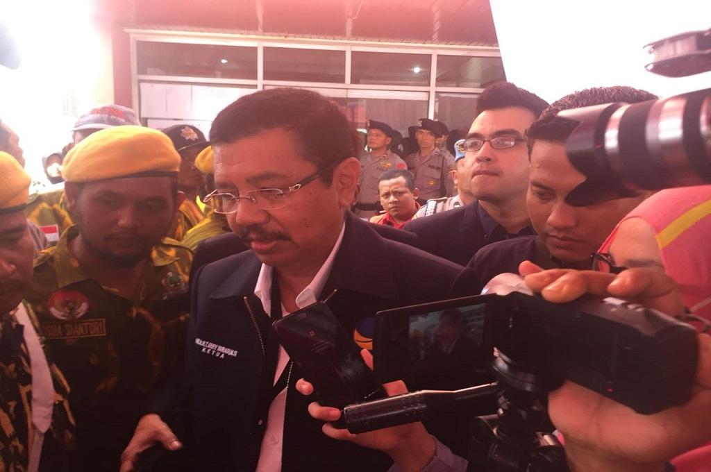 Batal <i>Nyalon</i>, Tengku Erry Antarkan Pasangan Calon ke KPU Sumut