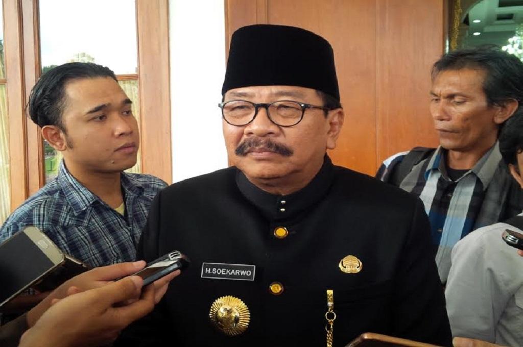 Soekarwo Bakal Antar Khofifah-Emil Daftar ke KPU Jatim