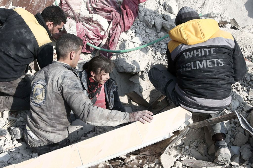 Bocah Diselamatkan dari Puing Usai Baku Tembak di Suriah