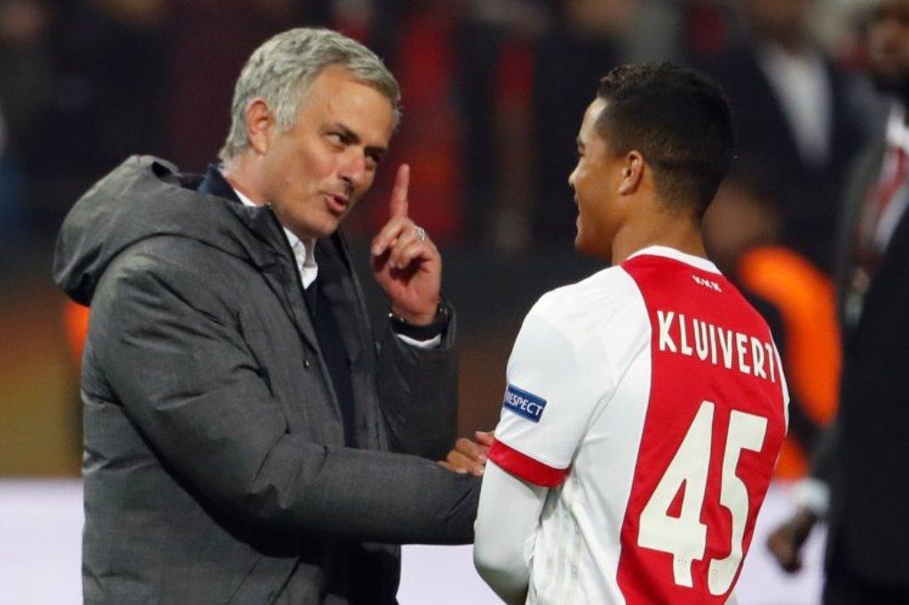Kluivert Bantah Digoda Mourinho untuk Gabung MU