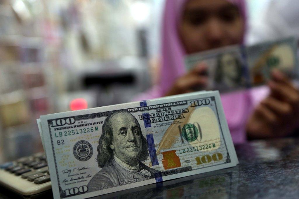 ECB Bersiap Kurangi Stimulus Moneter, Dolar AS Tertekan