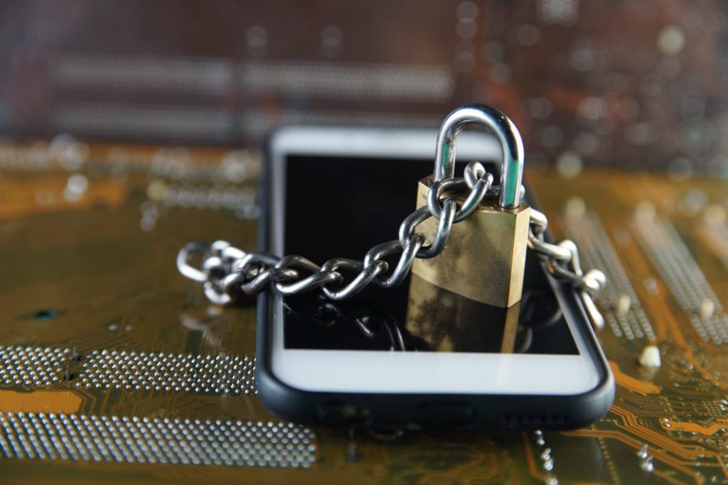 FBI Sebut Apple Menyebalkan Terkait Pembukaan Kunci Ponsel