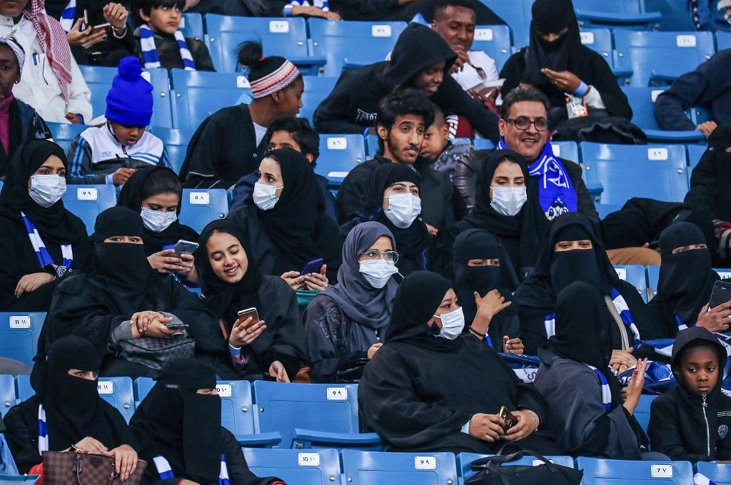 Menonton Sepak Bola di Stadion, Wanita Arab Saudi Merasa Lebih Bebas