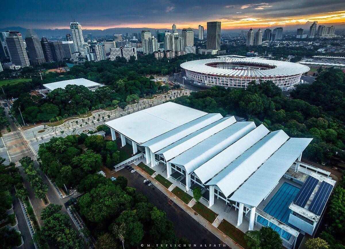 Gaya Retro Stadion Aquatic Senayan