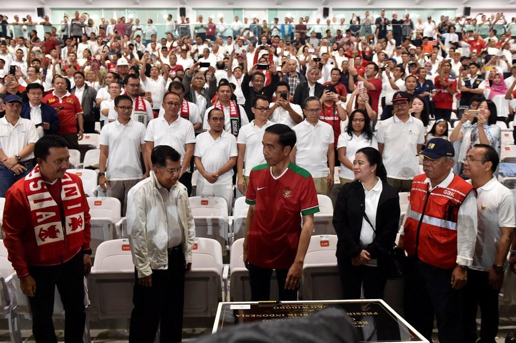 Mengenakan Jersey Timnas Indonesia, Jokowi Resmikan SUGBK