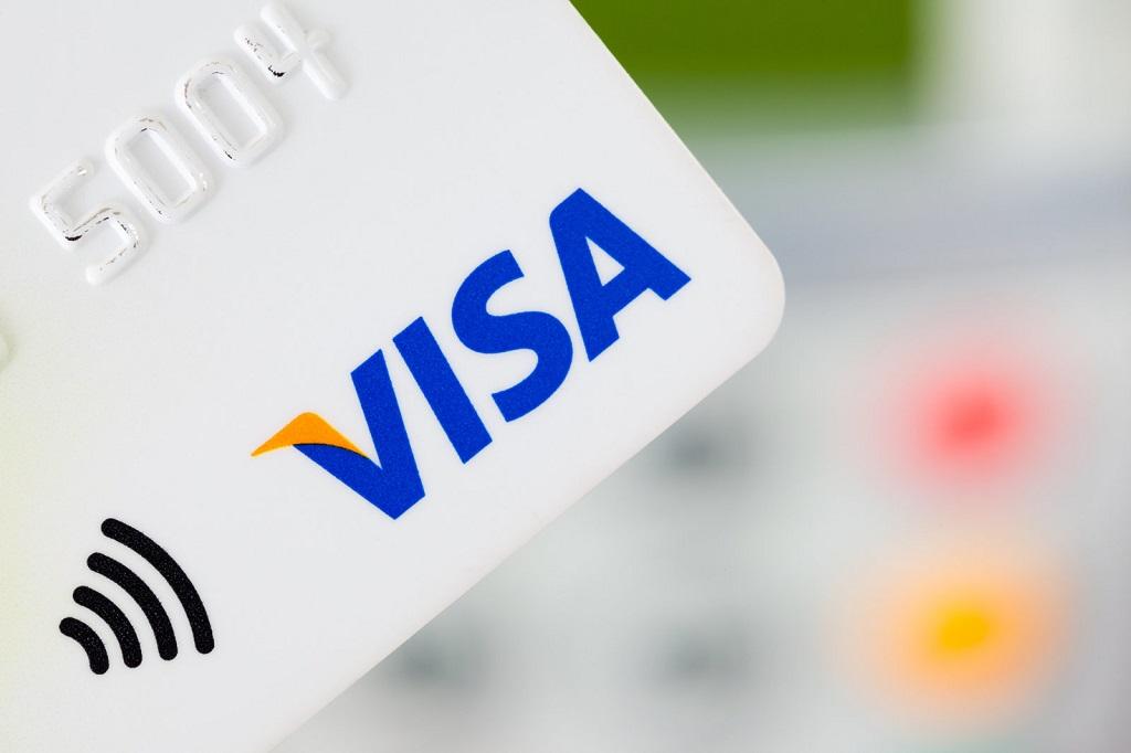 Pengguna Kartu Visa dengan Chip EMV tak Perlu Lagi Berikan Tanda Tangan