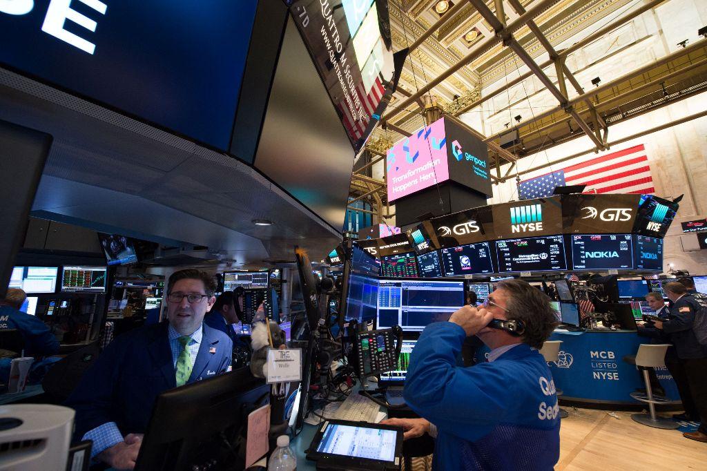 Wall Street Ditutup Bervariasi Usai Cerak Rekor Tertinggi
