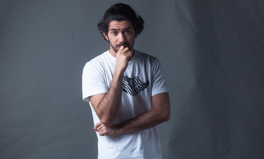Reza Rahadian Belum Tahu Kepastian Syuting Film Abracadabra