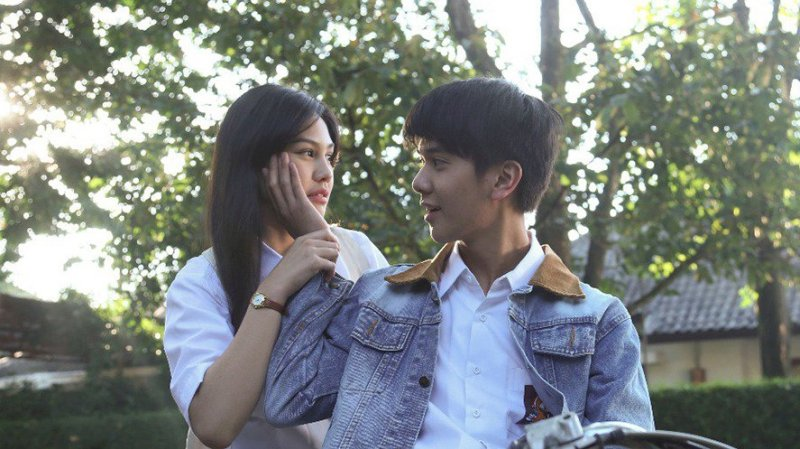 Dilan 1990 dan Film Indonesia Berlatar Kisah Cinta SMA Lainnya