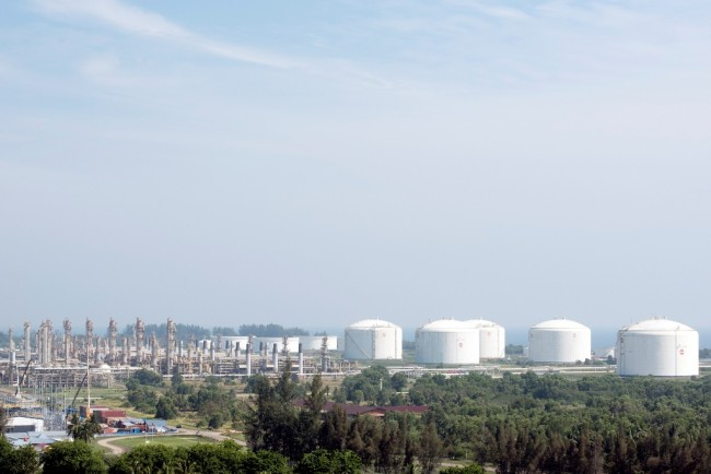 Energy Ministry Cuts Regulations to Attract Investments