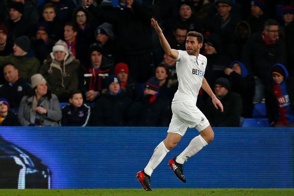 Kapten Swansea Menepi Enam Pekan