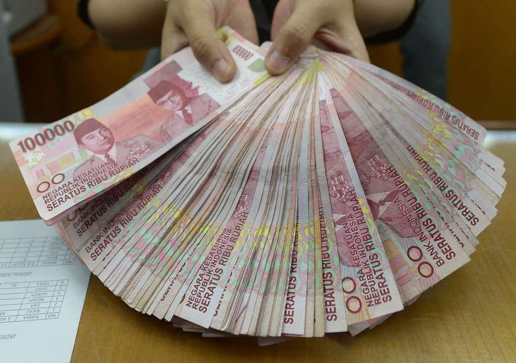 Senada dengan IHSG, Rupiah Menguat ke Rp13.629/USD