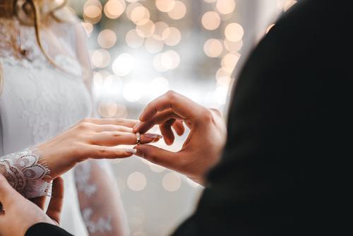 Menikah karena Dijodohkan, Bisakah Bahagia?