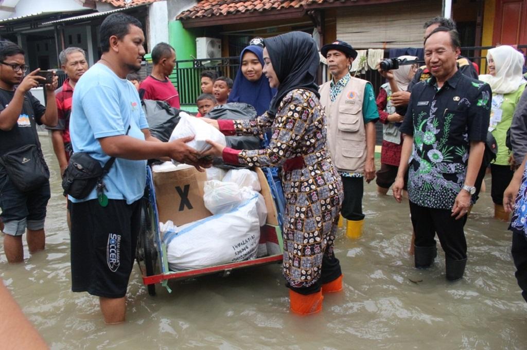 Popok dan Obat Didistribusikan ke Korban Banjir di Brebes
