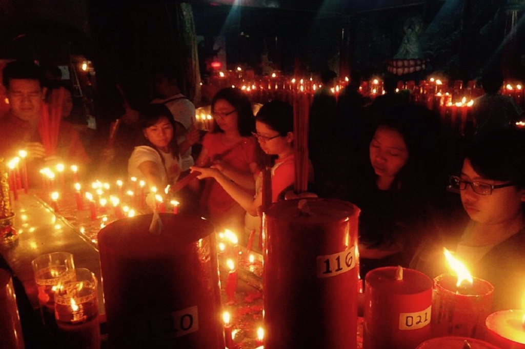 Klenteng Hok Lay Kiong Siapkan 600 Lilin untuk Berdoa di Malam Imlek