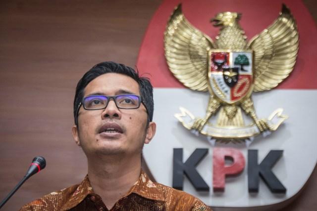 Bupati Lampung Tengah Tiba di Gedung KPK