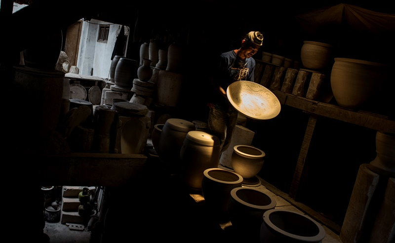 Jurus Industriawan Keramik Nasional Hadapi Gempuran Impor