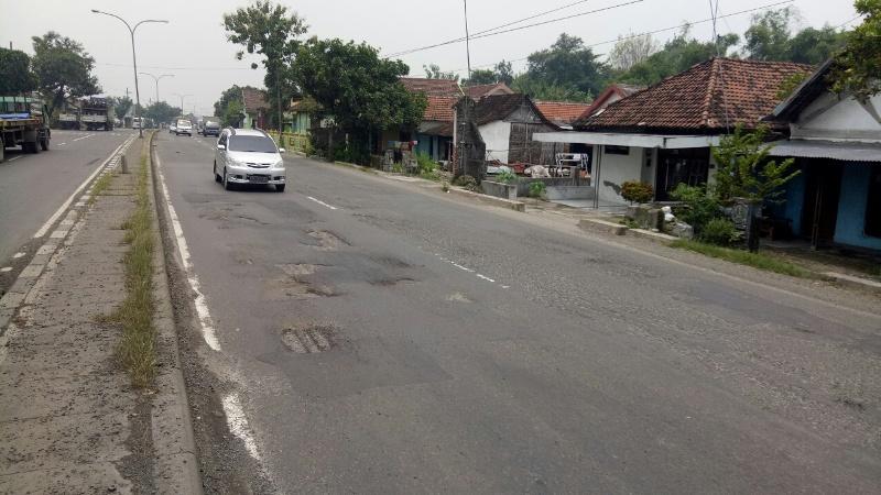 Awas Jalan Berlubang Sepanjang Surabaya-Madiun
