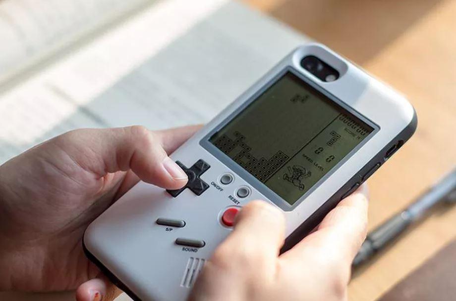 Casing Ini Sulap iPhone Jadi Game Boy
