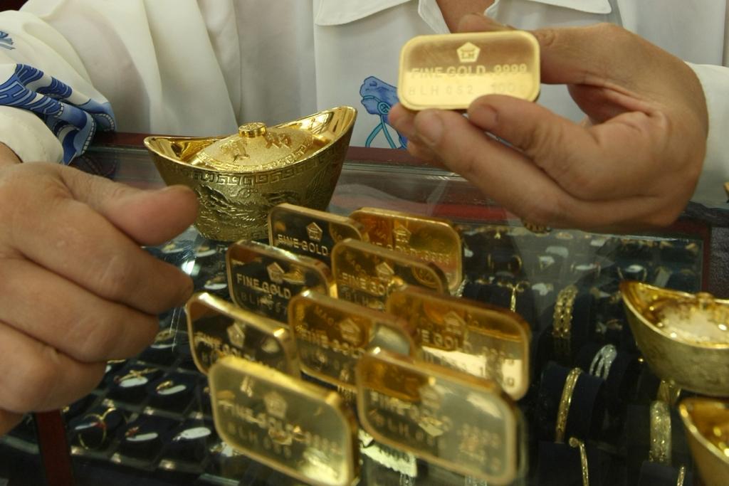 Harga Emas Ditutup Lebih Rendah