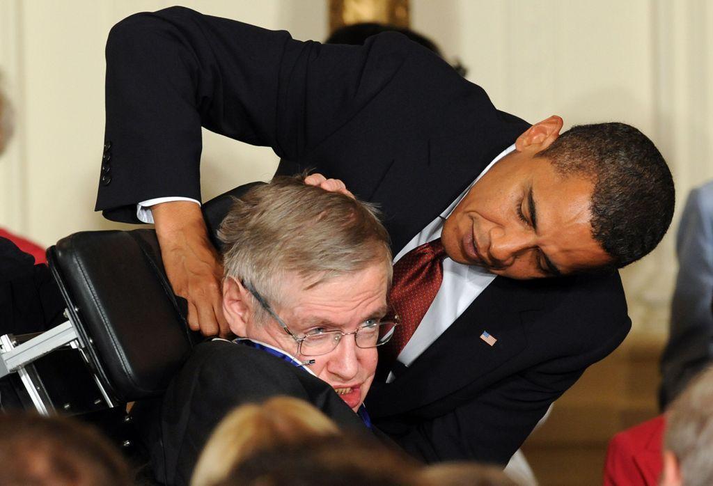 Lantangnya Suara Stephen Hawking Mengecam Donald Trump