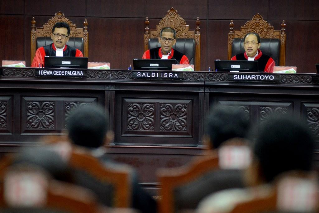 Hasil gambar untuk  Hakim Konstitusi I Dewa Gede Palguna