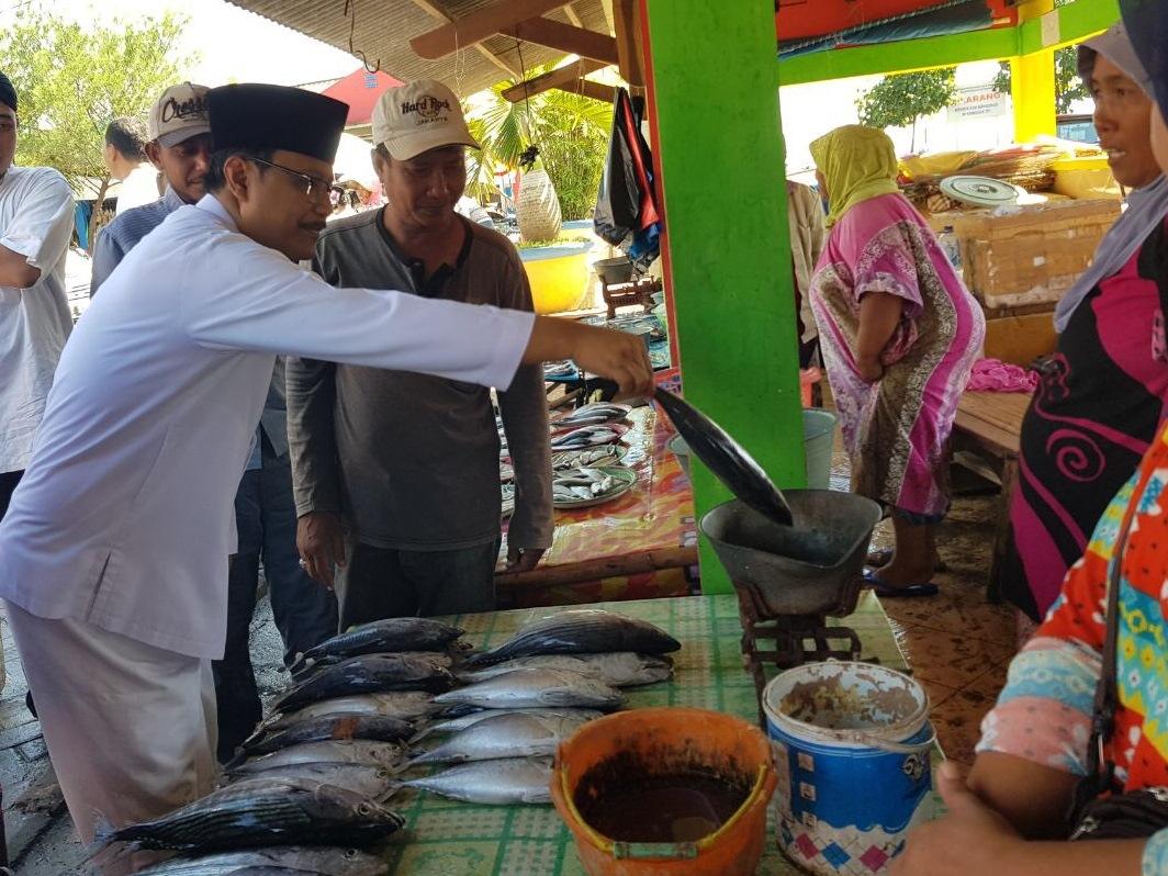Nelayan di Banyuwangi Mengeluh ke Gus Ipul Soal Permen Pahit