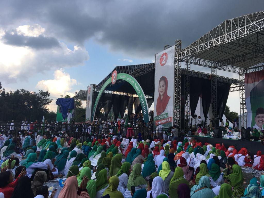 Gus Ipul-Puti Guntur Ubah Kampanye Akbar Jadi Istighosah