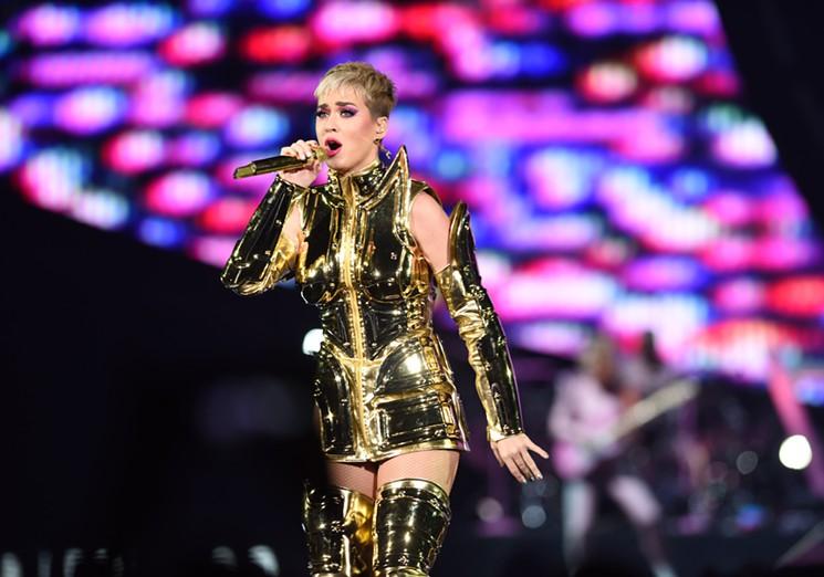 Audio Panggung Bermasalah, Begini Reaksi Penonton Konser Katy Perry