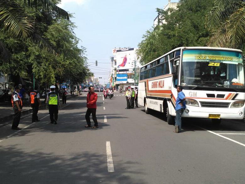 Bus Pencari jalan Pintas Ditilang