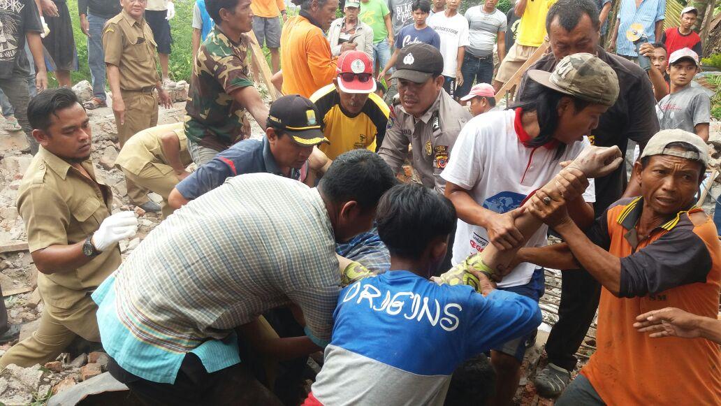 Polisi Selidiki Penyebab Ambruknya Sanggar di Cirebon