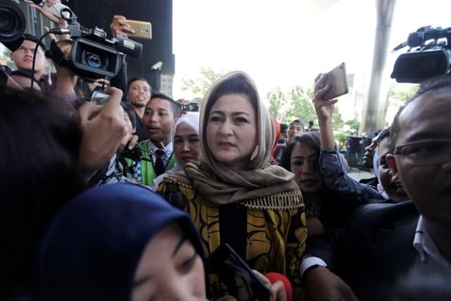 Istri Bantah Novanto Bisa Berdiri Setelah Kecelakaan