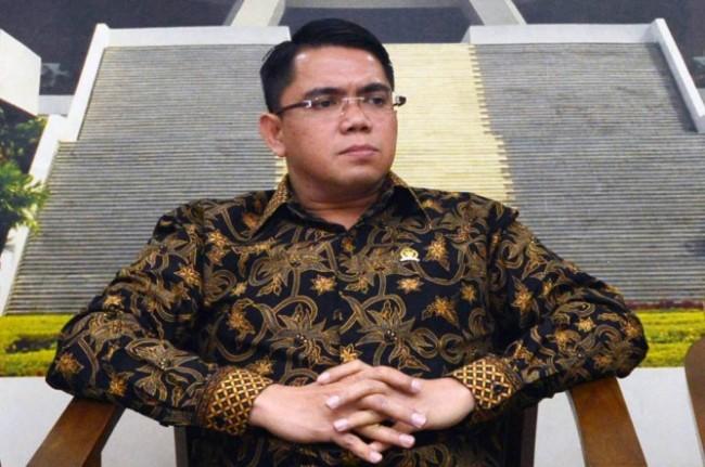 Menteri Lukman Laporkan Arteria ke Mahkamah Dewan