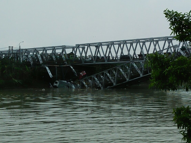 Jembatan Penghubung Lamongan-Tuban Ambruk
