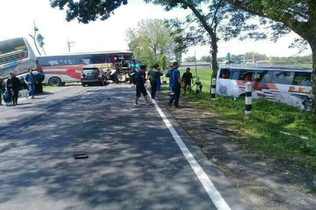 Empat Kendaraan Tabrakan di Jalan Ngawi-Solo