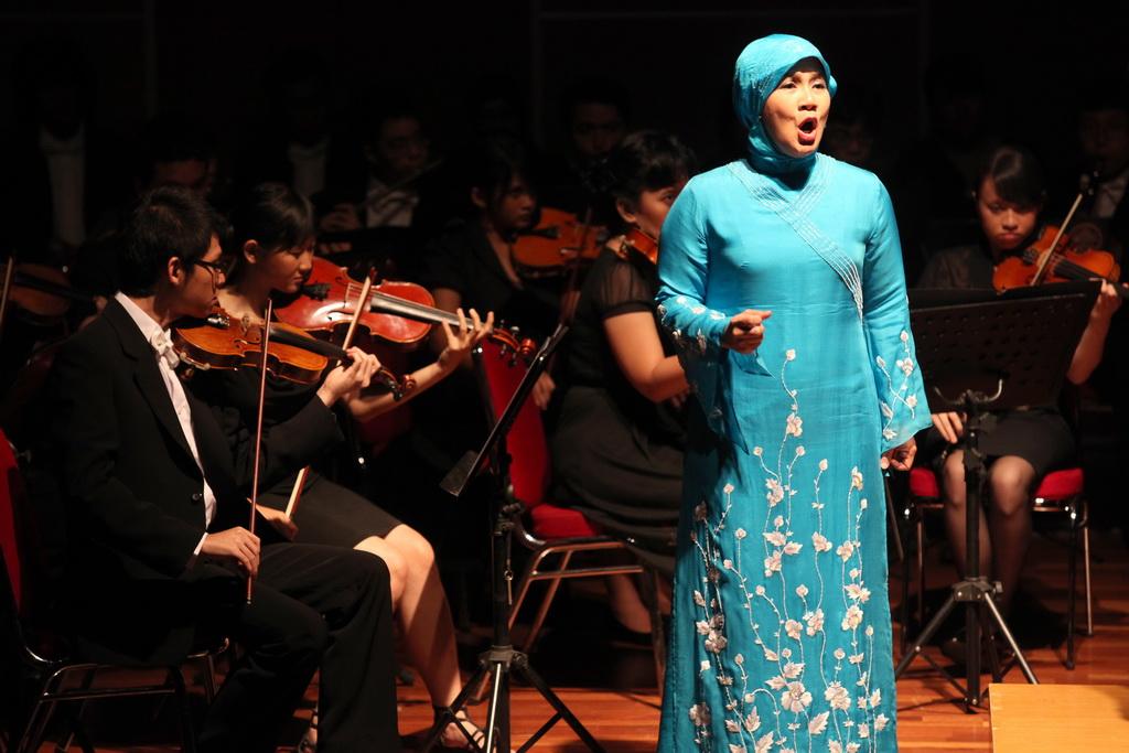 Berpredikat Cum Laude, Dua Putri Amoroso Katamsi Pilih Profesi Musisi