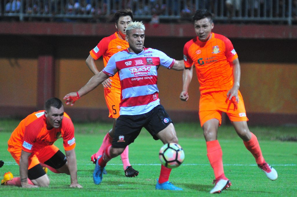Madura Pertanyakan Profesionalitas Cristian Gonzales